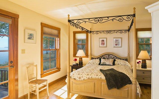 Loon oceanfront bedroom