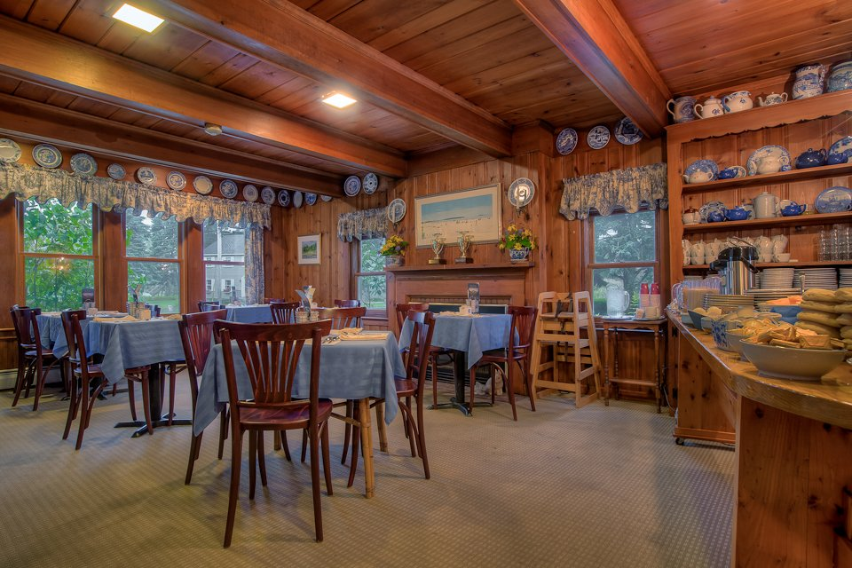 1850 Boat House makes a cozy Breakfast Room