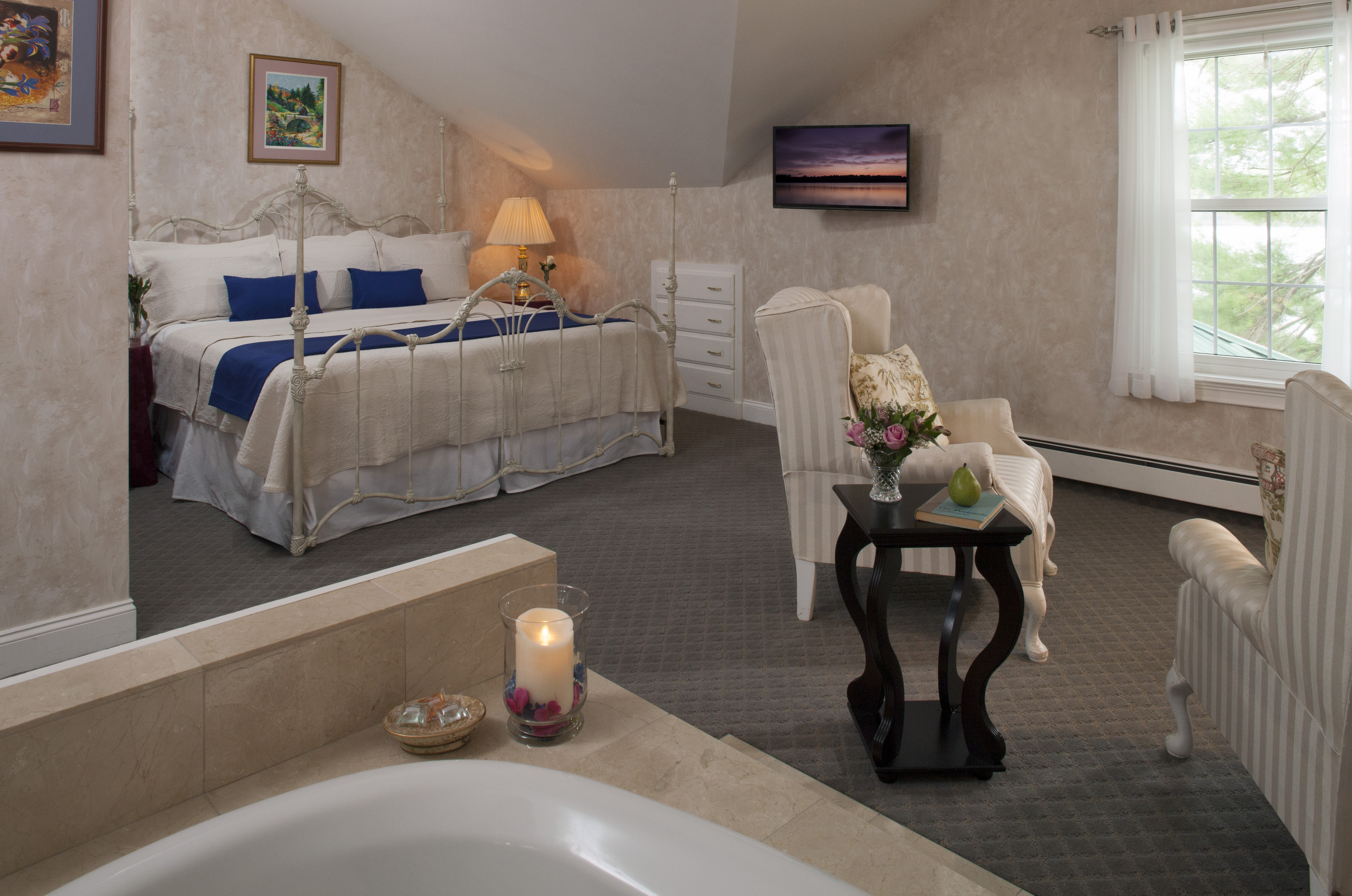 The Mount Katahdin Suite, with it's in-room spa is just the place to spend your get-away-from-it-all with that special person.