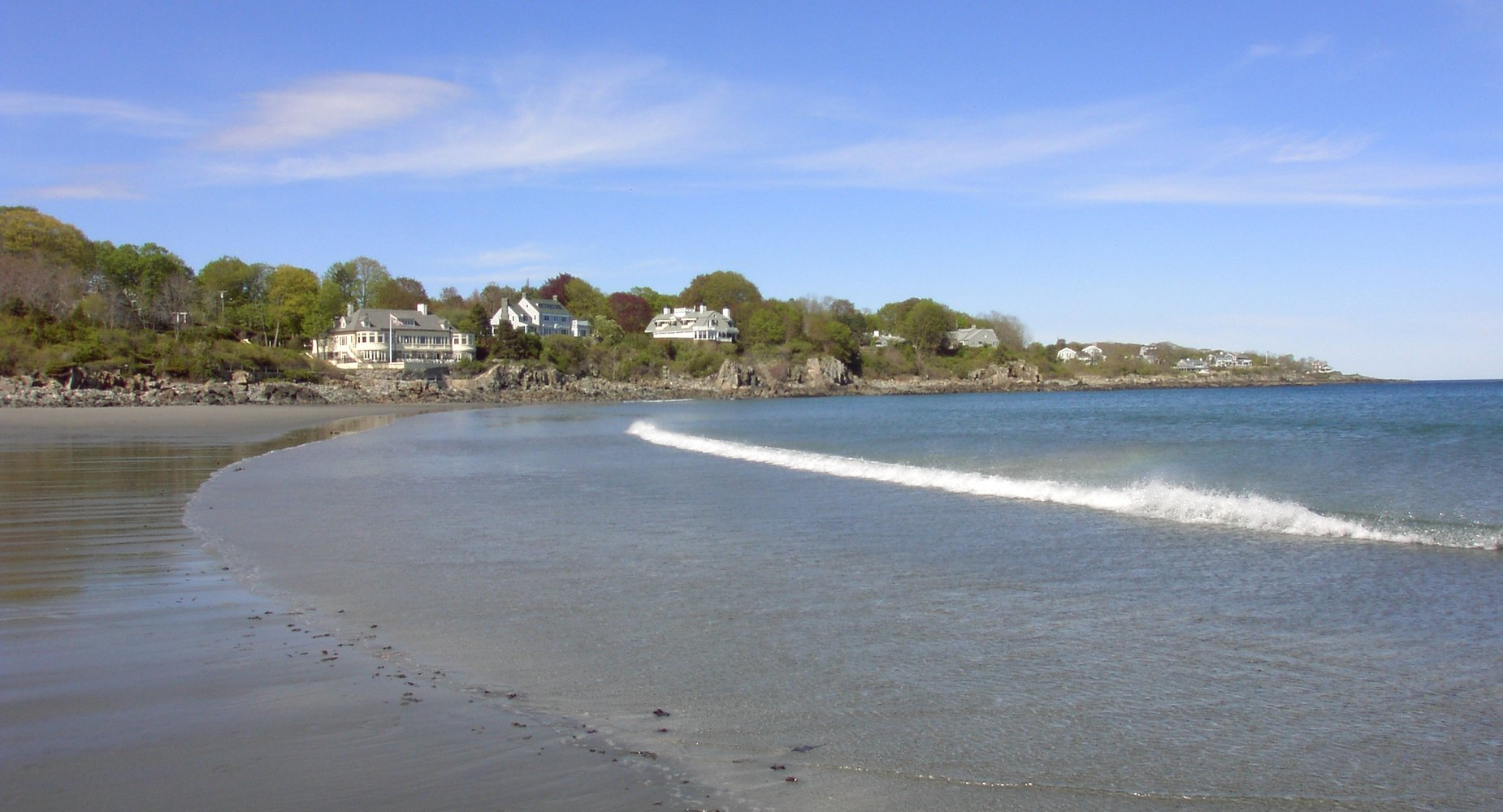 York Harbor Beach is adjacent to the Inn. This gradual incline beach with tidal pools is an idyllic Summer setting. Adjacent to the beach is our outdoor swimming pool.