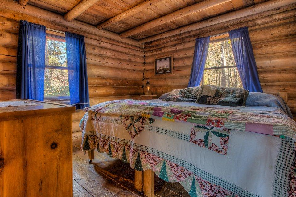 Moosepaykeechick cabin Bedroom