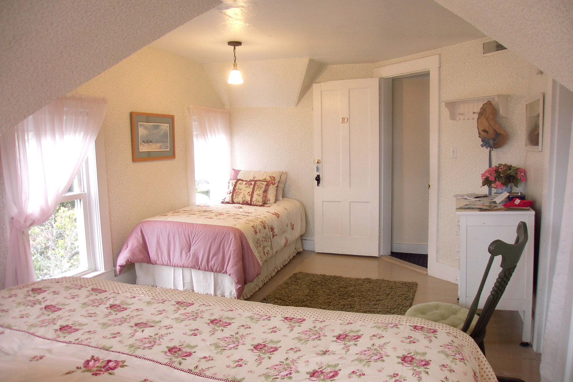 Guestroom #10, One king bed, one twin bed, ocean view