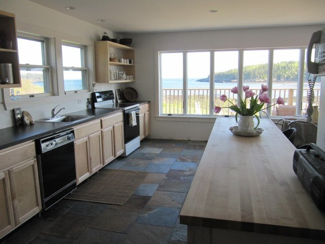 South Light Cottage - Kitchen with a View!