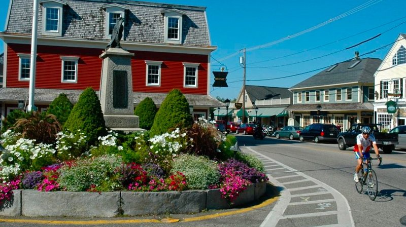 Cyclist in Kennebunkport