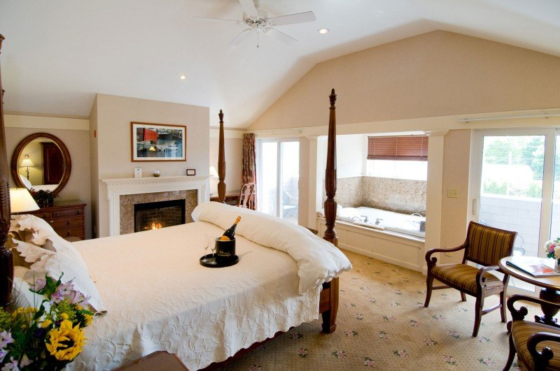 Romantic Jacuzzi suites at Meadowmere Resort Ogunquit Maine for Valentine's Day