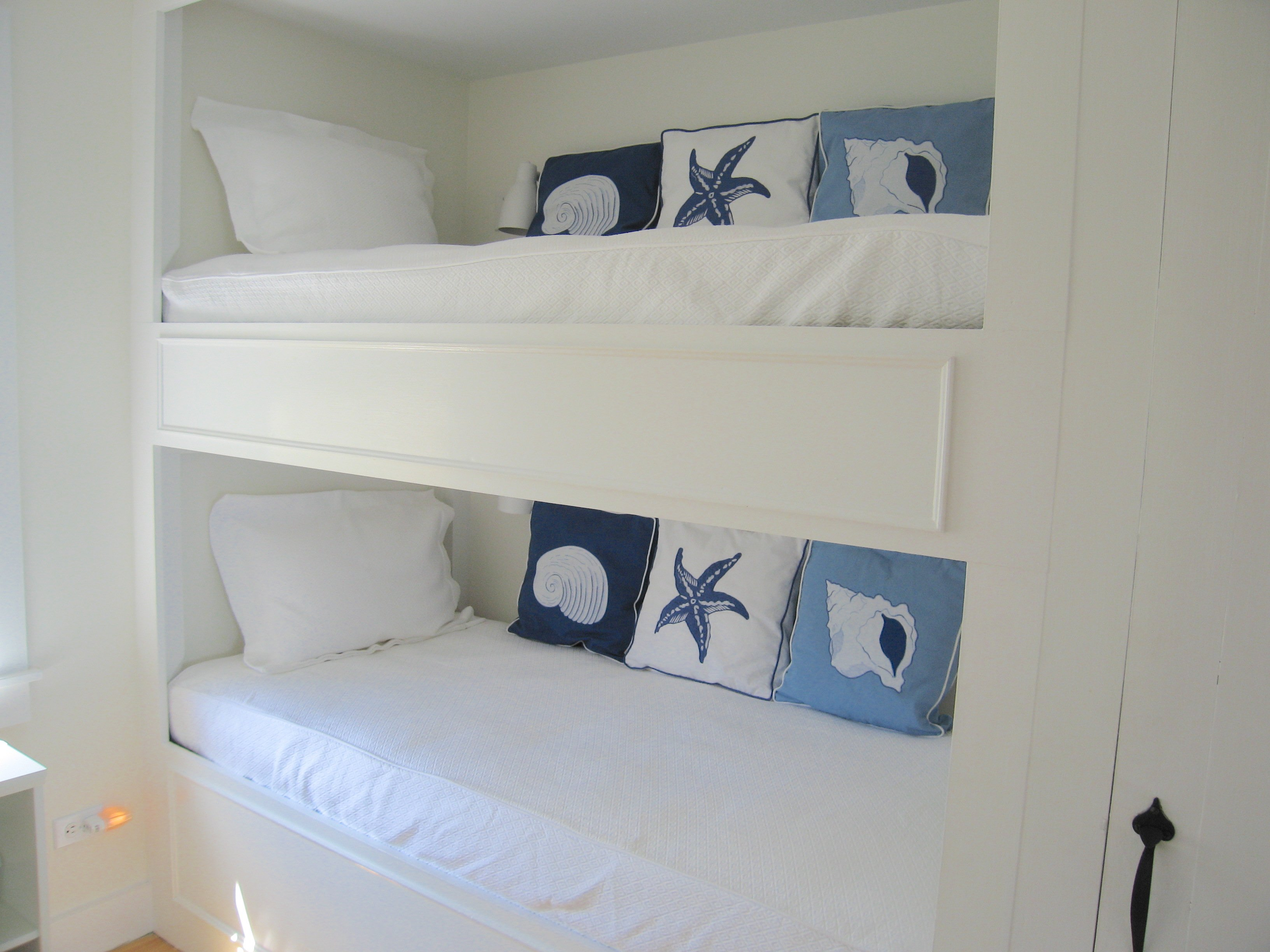 """Sea Shells"" bedroom (guests may only use lower bunk)"
