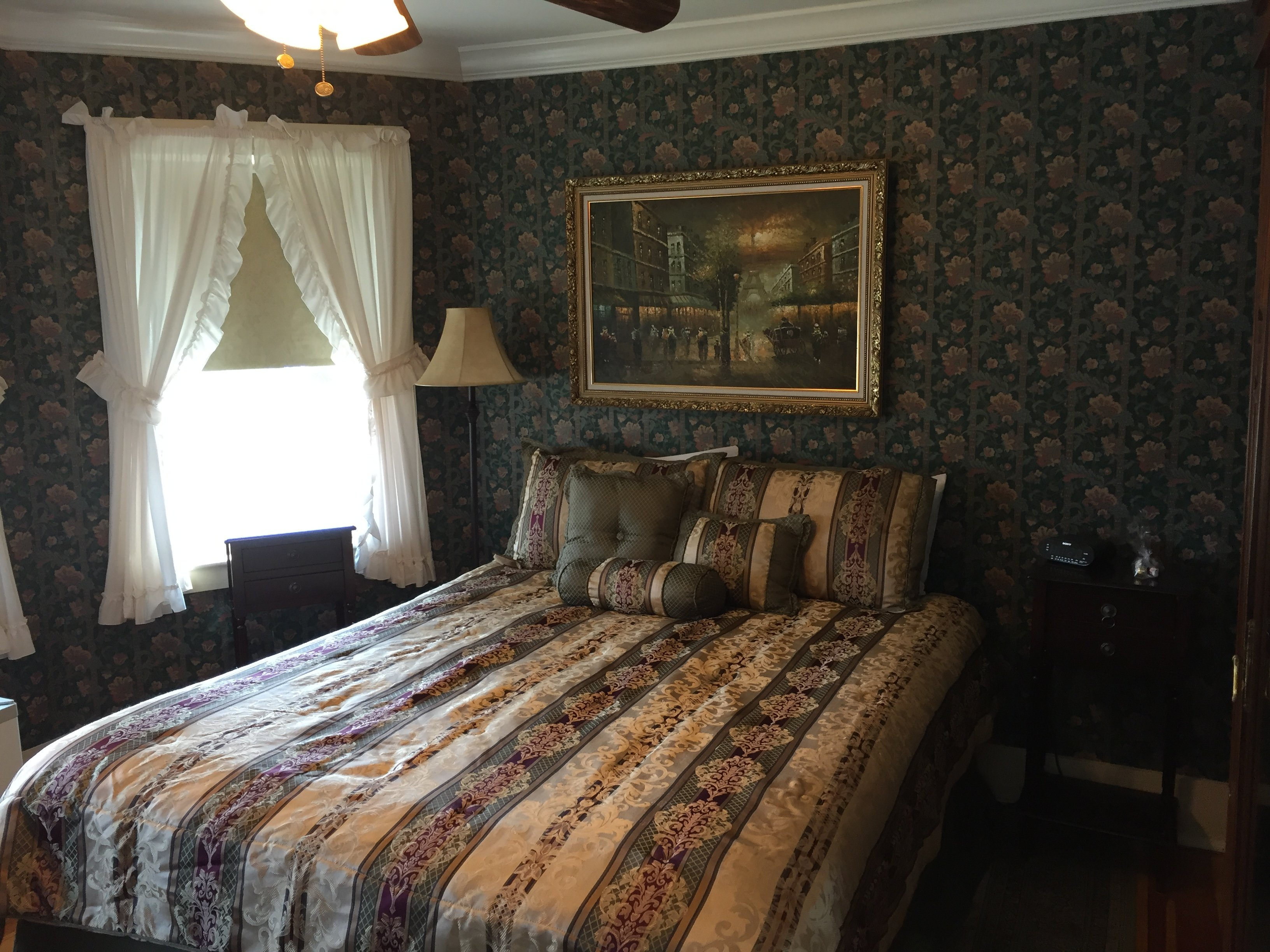 Room 2 - Queen bed / private bath