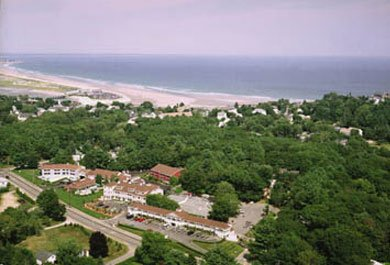 Ogunquit Maine hotel accommodations with Fall packages and specials at Meadowmere Resort
