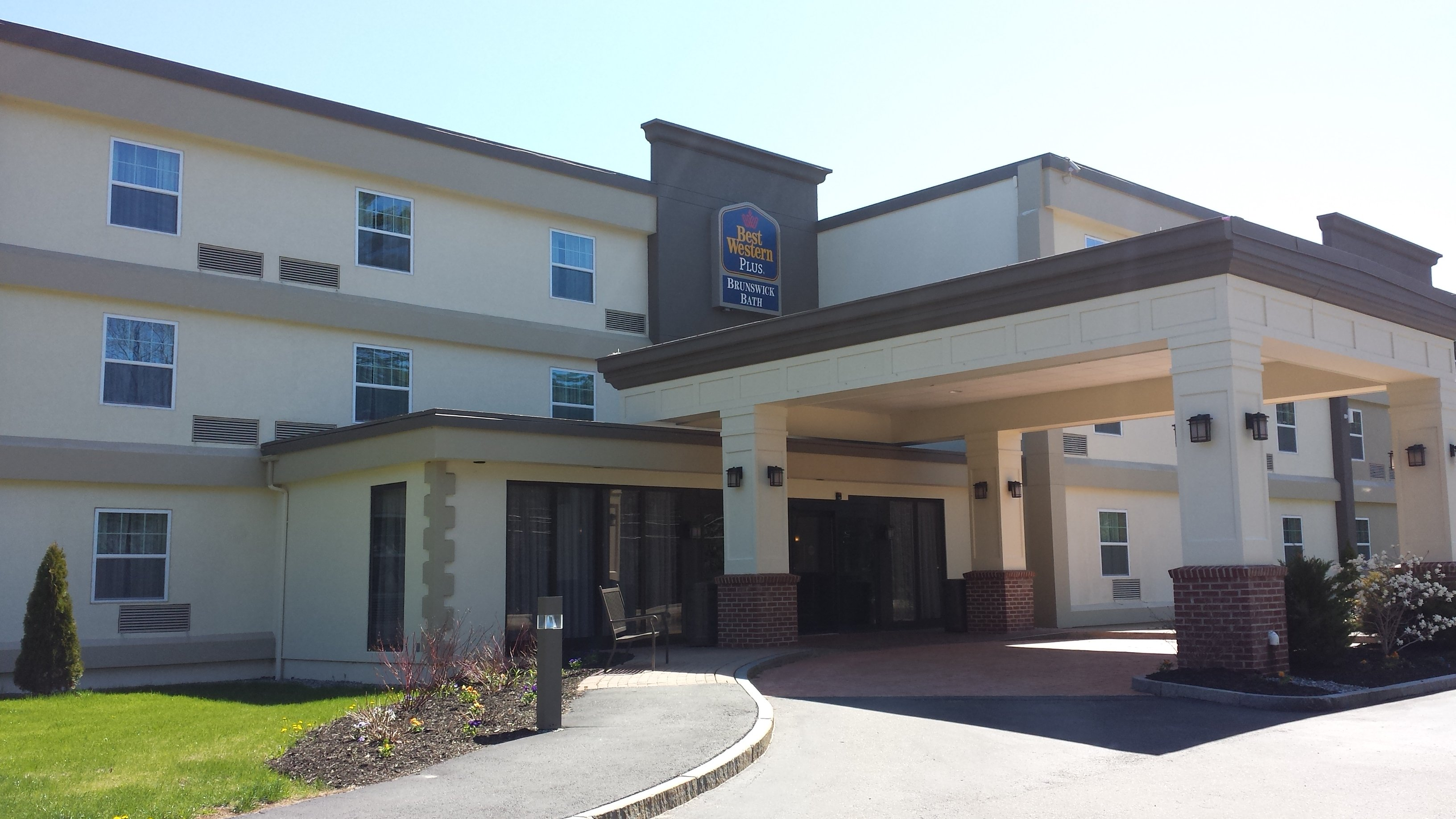 The Best Western Plus Brunswick Bath Welcomes You!