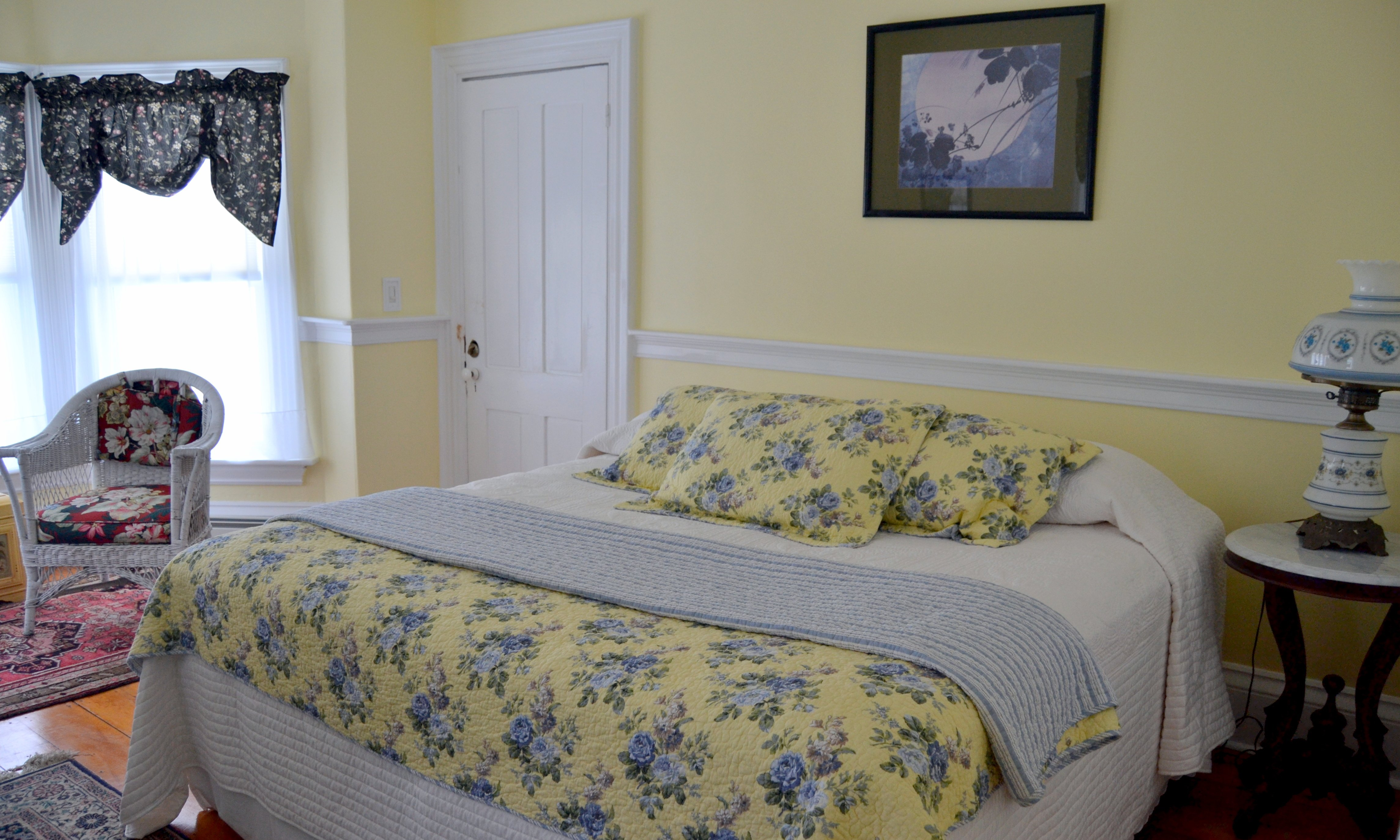 Southside Room, king size bed, TV, air conditioned, private bath with shower, sitting area, full hot breakfast with continental options.