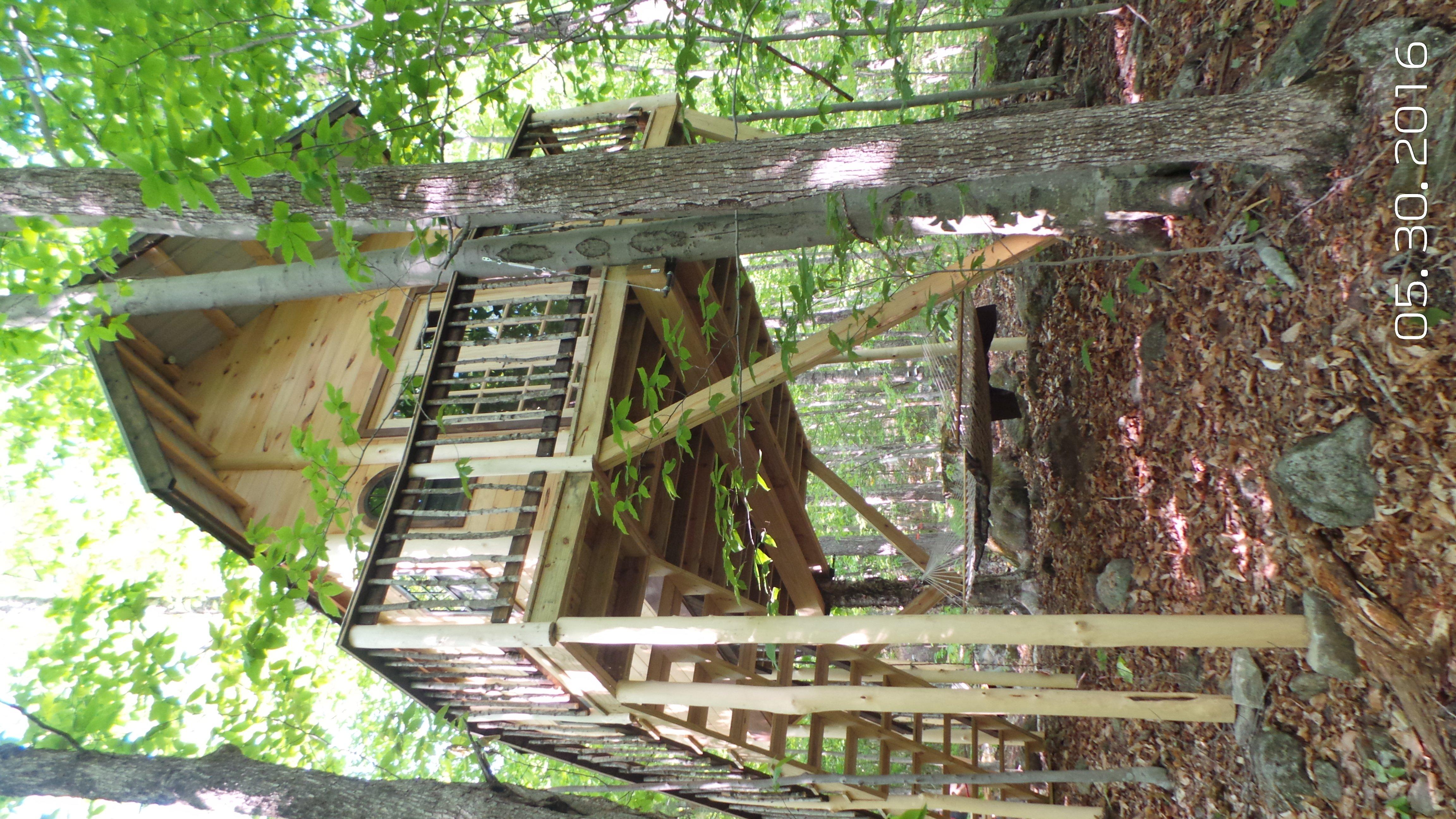 The Birdie & The Bogey Primitive Treehouses