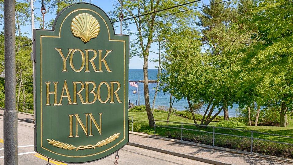 York Harbor Inn Sign