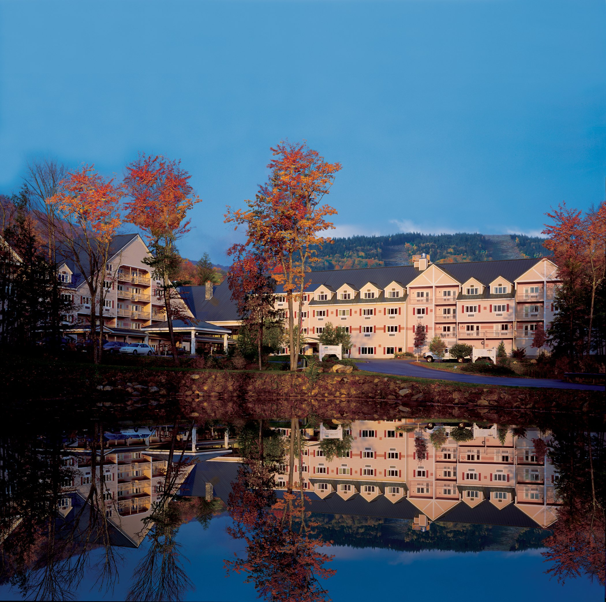 At the resort's entrance sits the Grand Summit Hotel with all of the amenities you would expect from a full-service hotel like a health club, spa, and a heated outdoor pool.