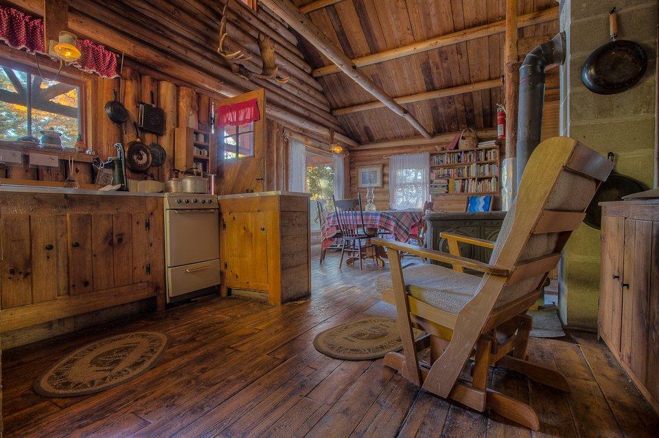 Moosepaykeechick cabin