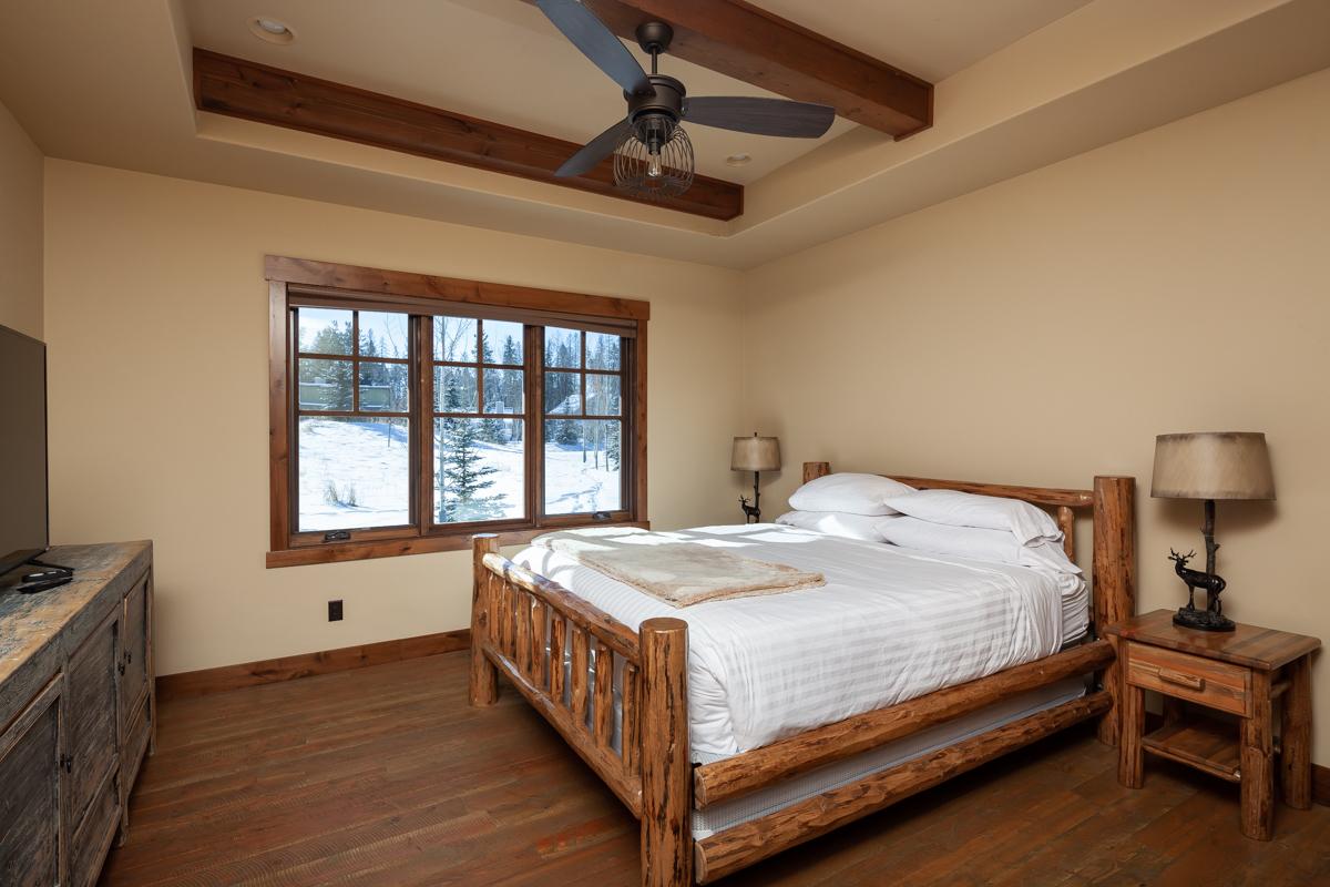 Luxury Home #14 Bedroom 1