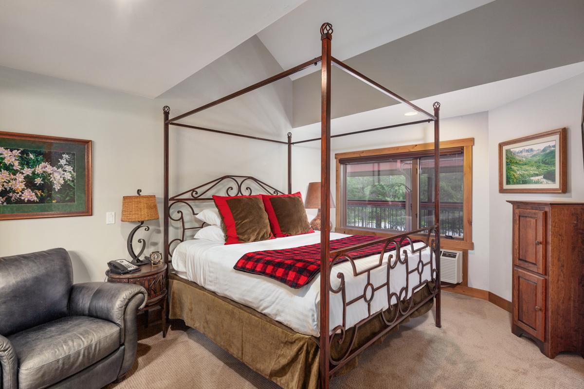 Bedroom 3 – Lindsay Goudreau