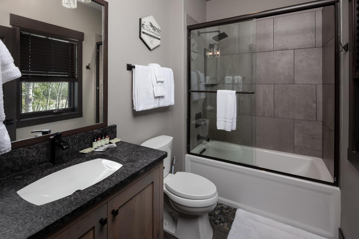 Luxury Home #1 Bunkroom Bath – Lindsay G