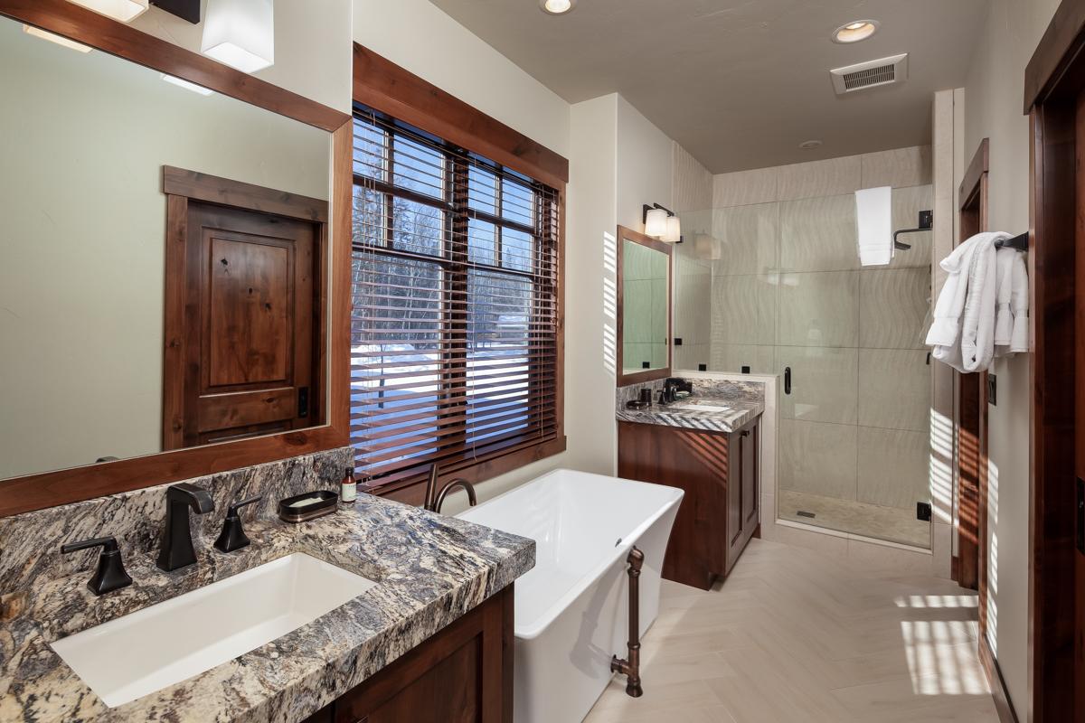 Luxury Home #16 Bath 1
