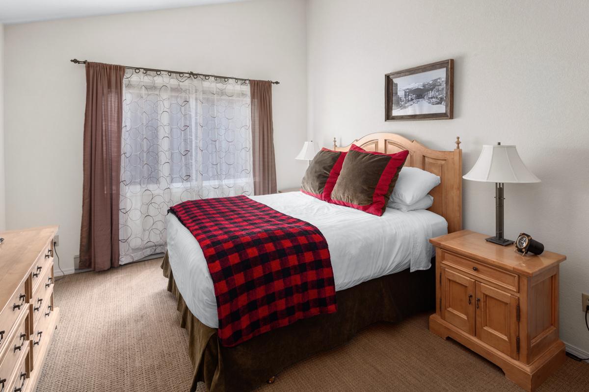 Three Bedroom Luxury Condominium at The Lodge at Whitefish Lake