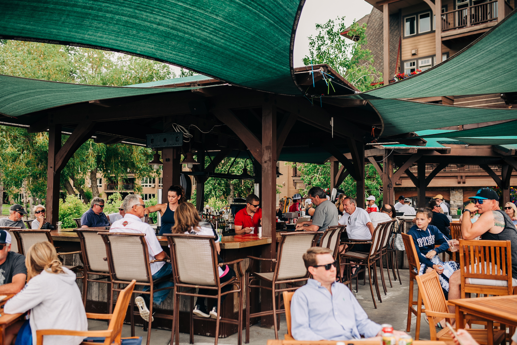 Outdoor, lakeside drinks & dining at The Tiki Bar & Grill