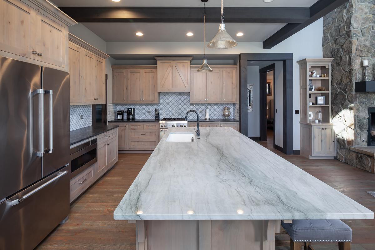 Luxury Home #1 Kitchen 1 – Lindsay G