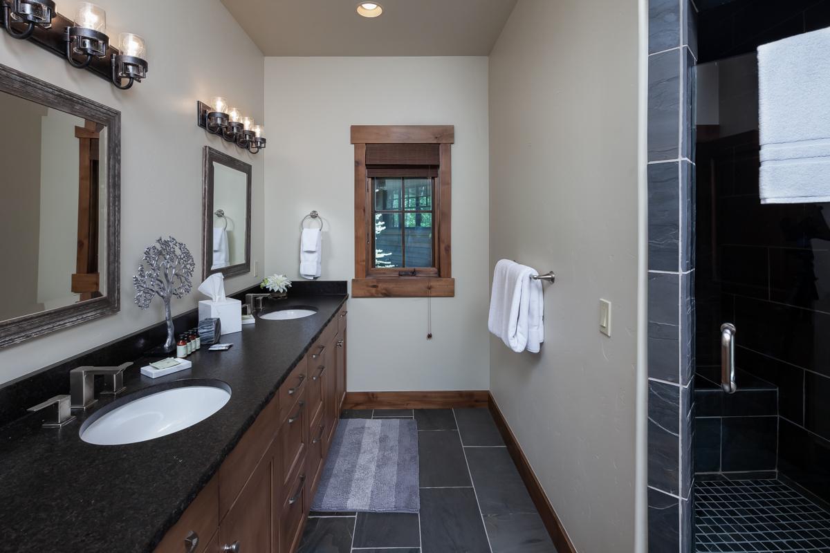 Luxury Home #7 - Bath 1 – Lindsay Goudreau