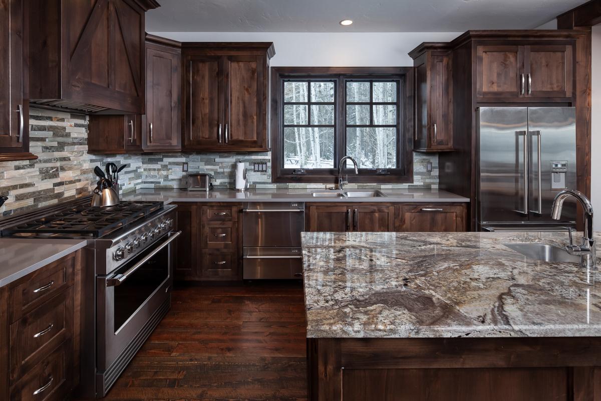 Luxury Home #10 Kitchen – Lindsay G