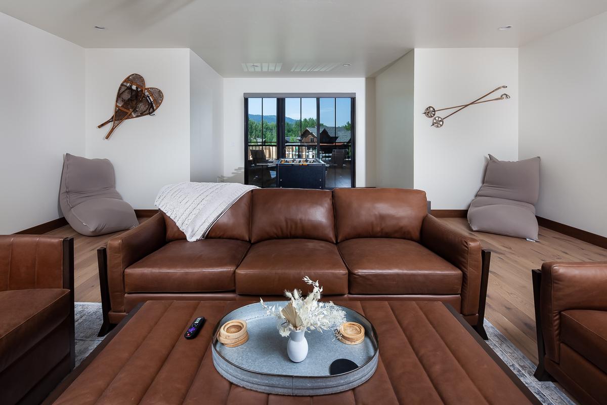 Luxury Home #9 Rec Room 1