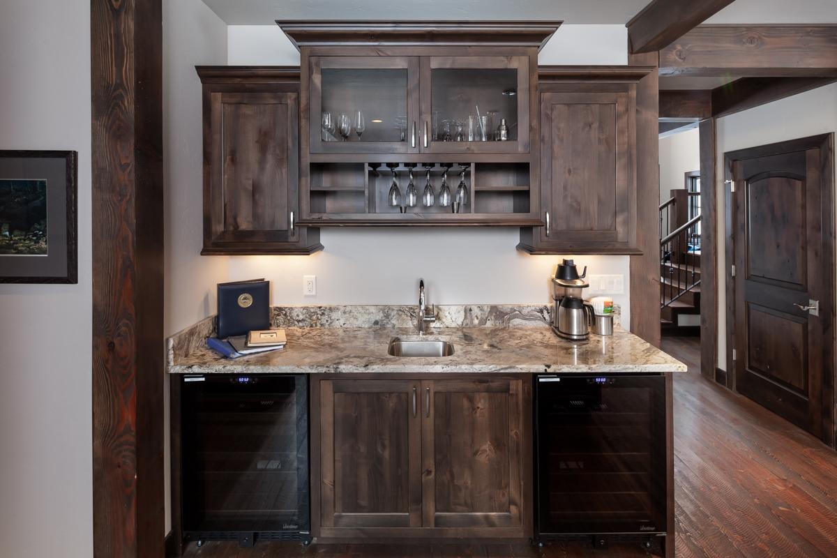 Luxury Home #10 Wet Bar – Lindsay G