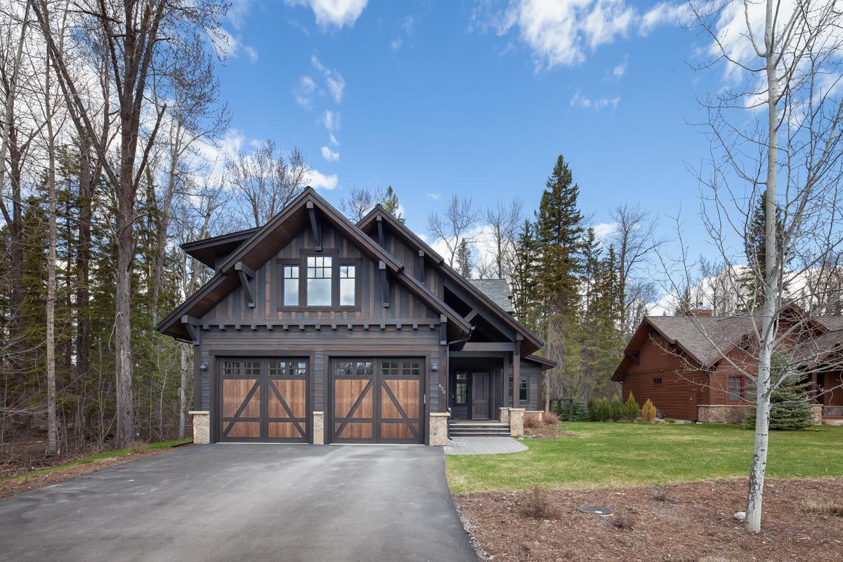 Luxury Home #1 Exterior – Lindsay G