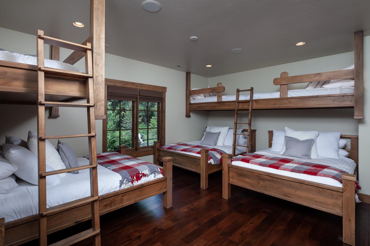Luxury Home #7 - Bunk Room – Lindsay Goudreau