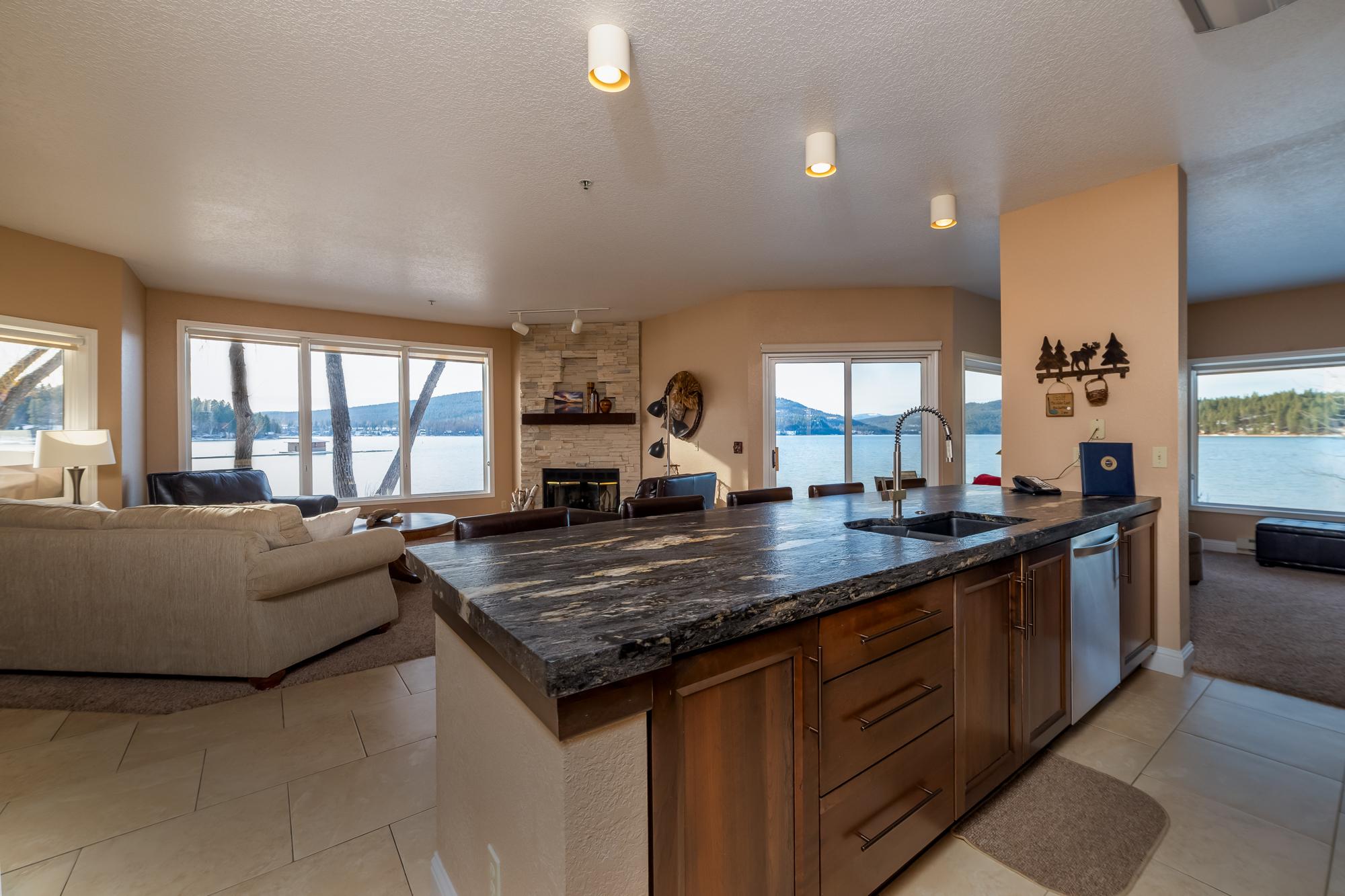 Lakeside Suite - Premium Two-bedroom Condominium