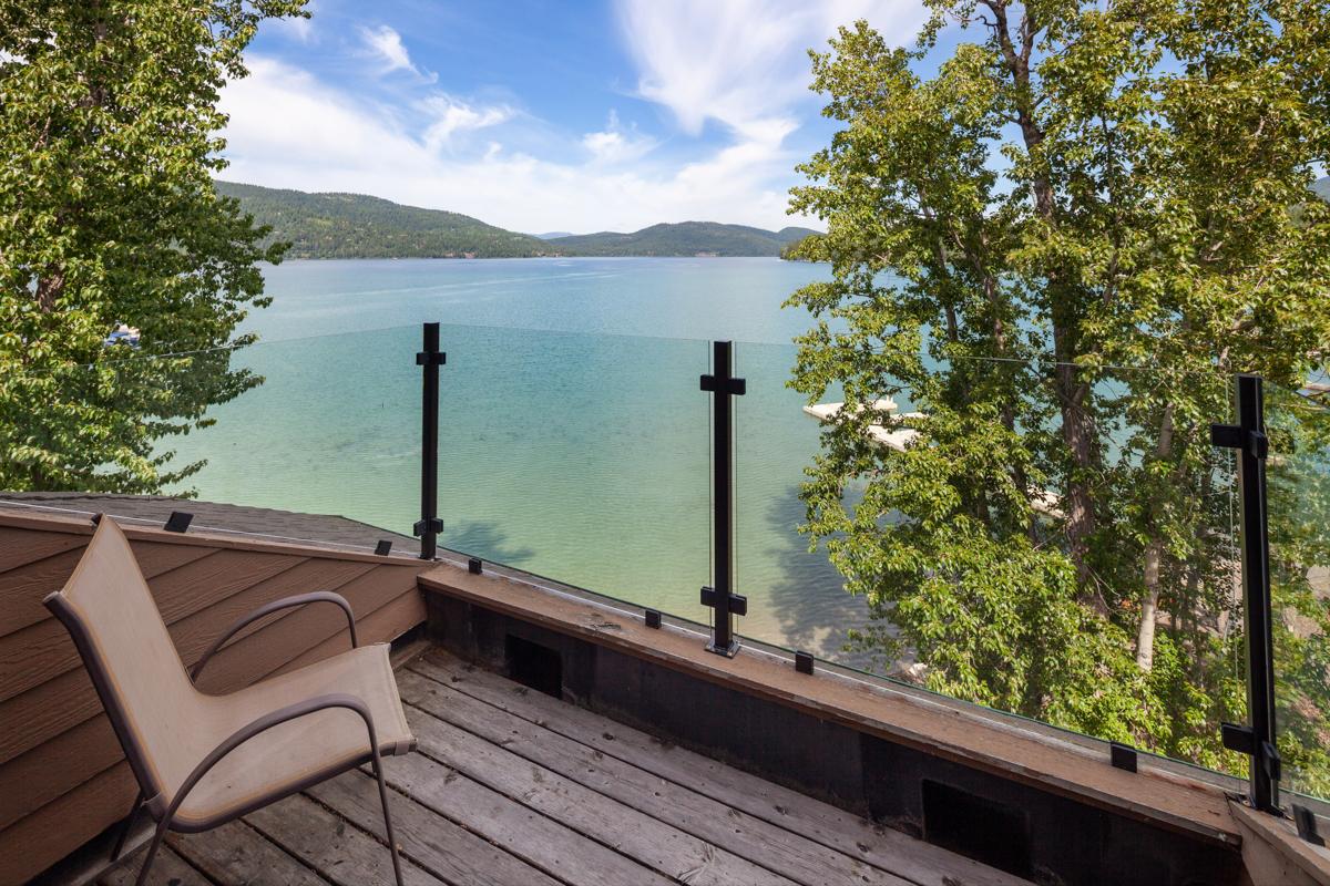 Outdoor sitting area – Lindsay Goudreau