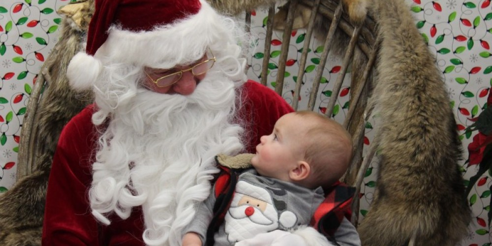 Free Pictures with Santa are always popular! – sHayden/USFWS