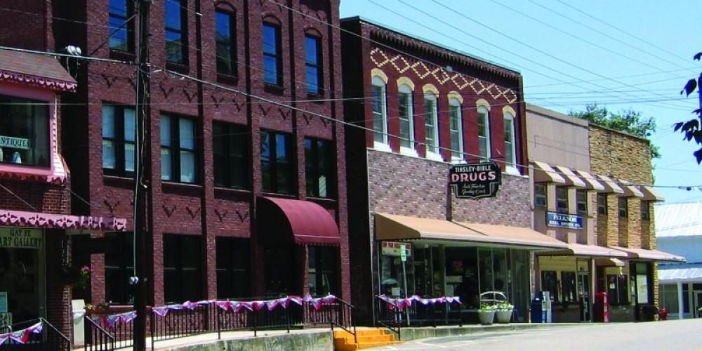 Street view of historic downtown Dandridge.