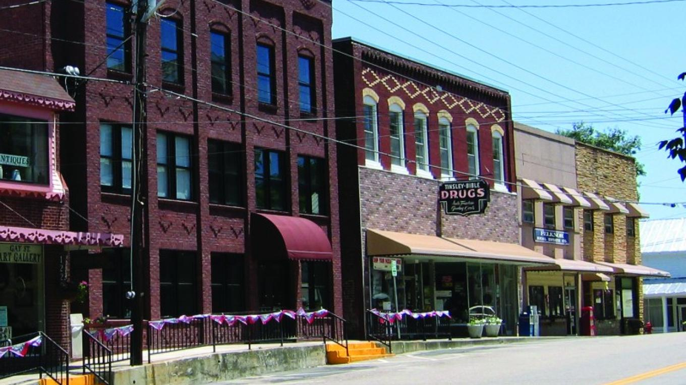 Street view of historic downtown Dandridge.