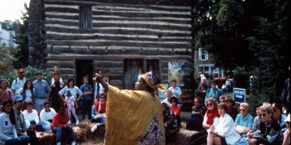Storytelling around the log cabin. – Photograph curtesy of Tennessee Tourism