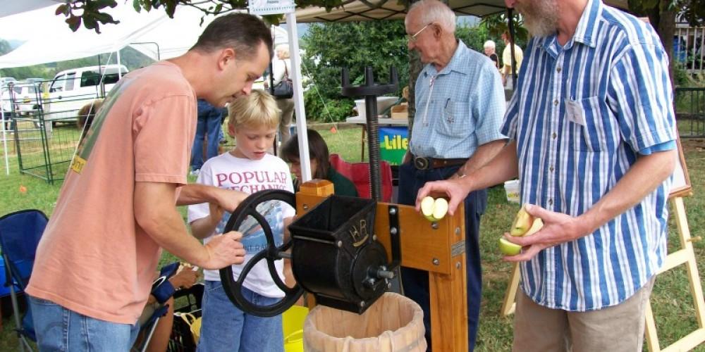 Apple Cider making – Townsend Visitors Center