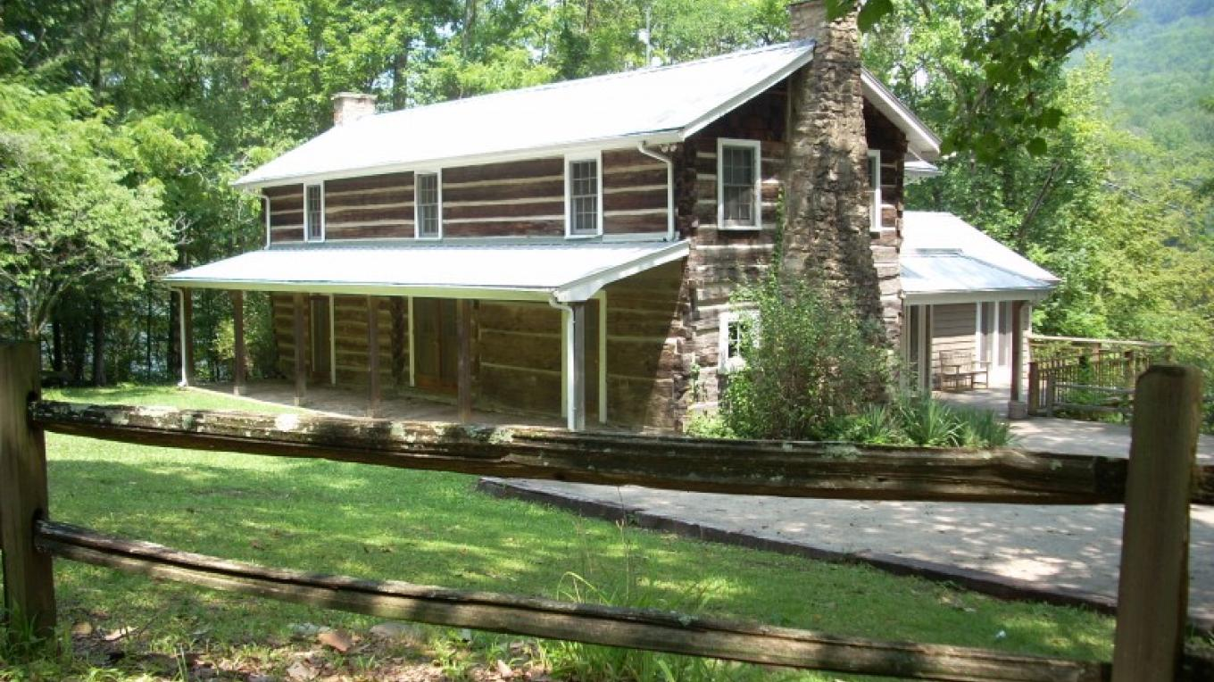 Pot Point Cabin in the heart of the Tennessee River Gorge