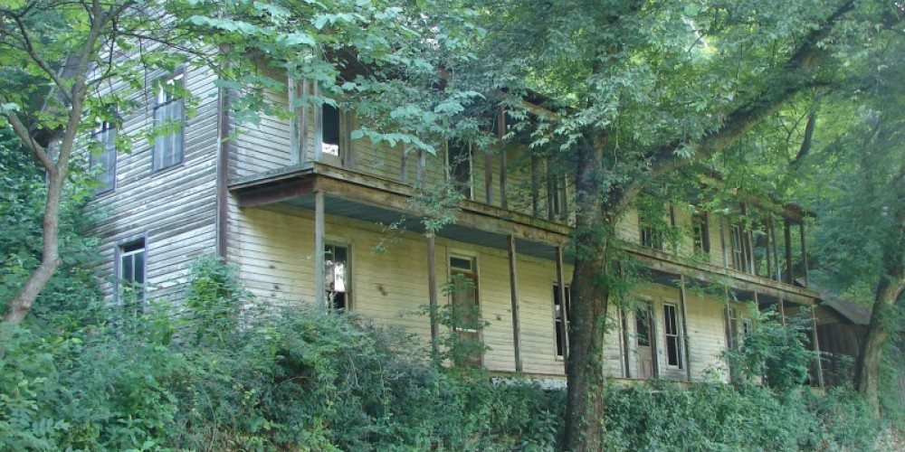 The Higdon Hotel was built to accommodate railroad personnel and travelers. – Ingrid Buehler