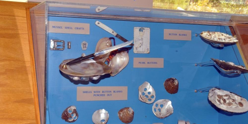 Much of river life is described in the museum including the pearl and button industries, religion, music, folk art, musseling and more. – Jean Owens