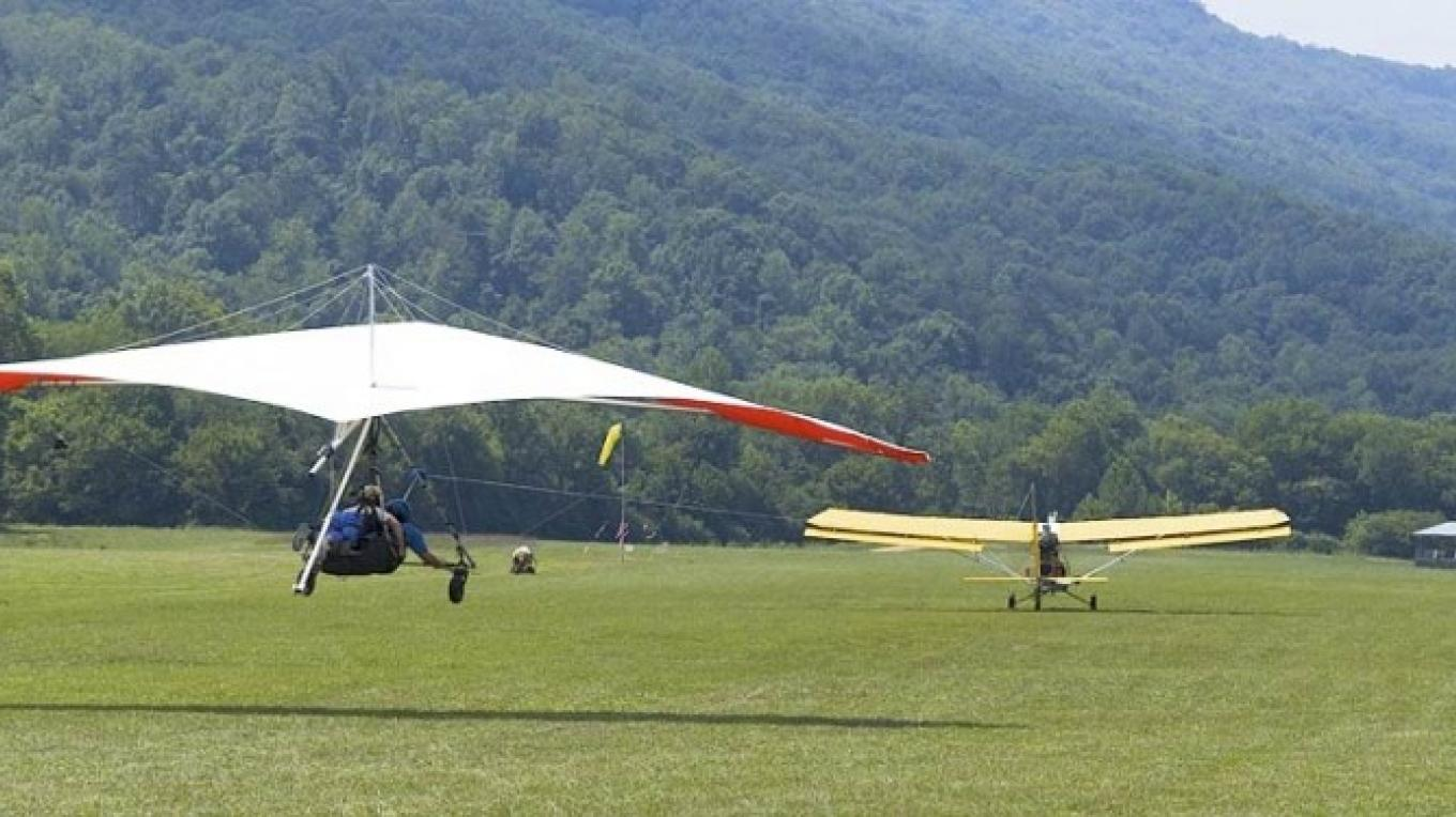 Hang gliders. – Lookout Mountain Hang Gliding