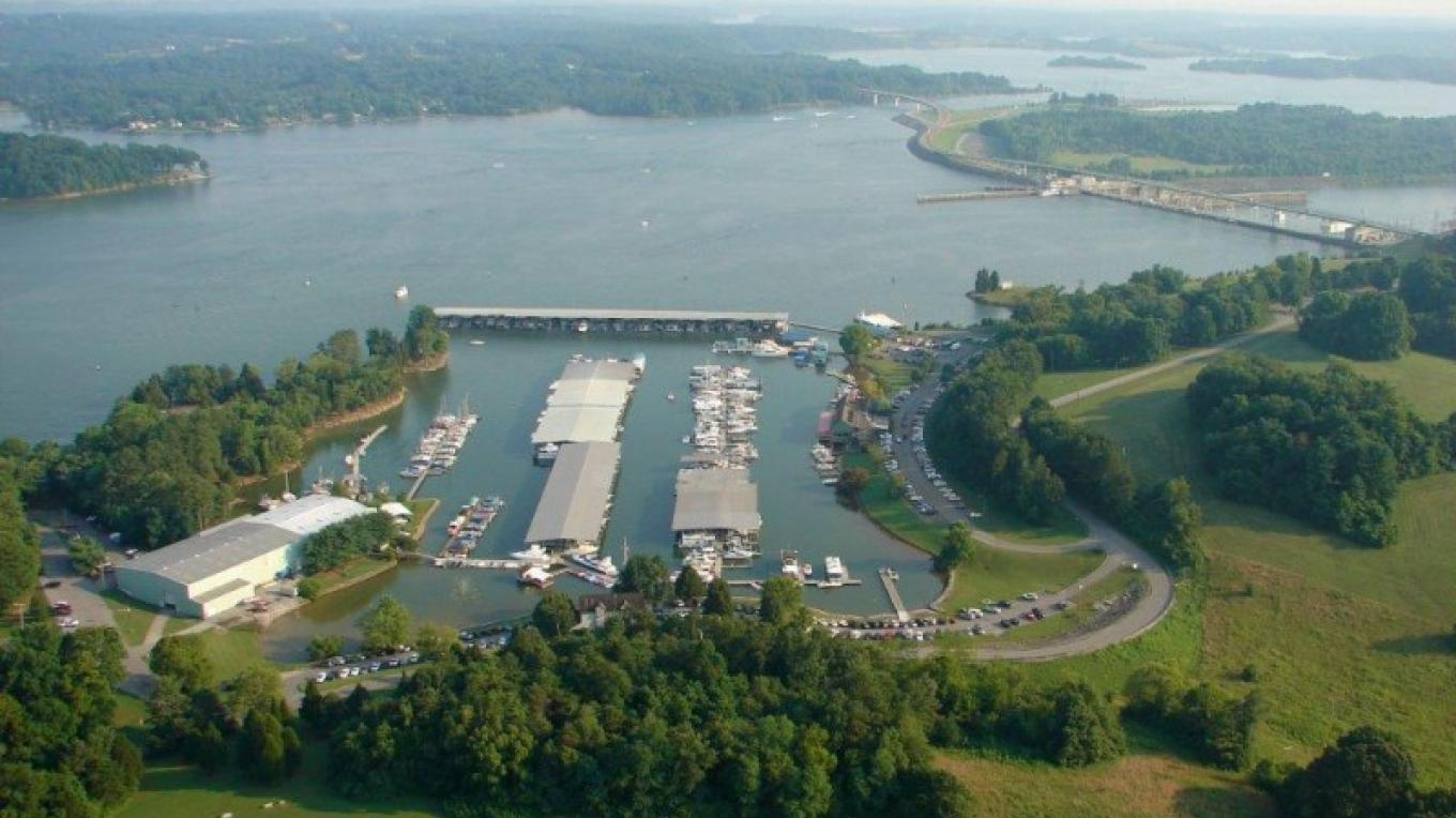 Aerial photo of Fort Loudon Marina including Fort Loudon Damn