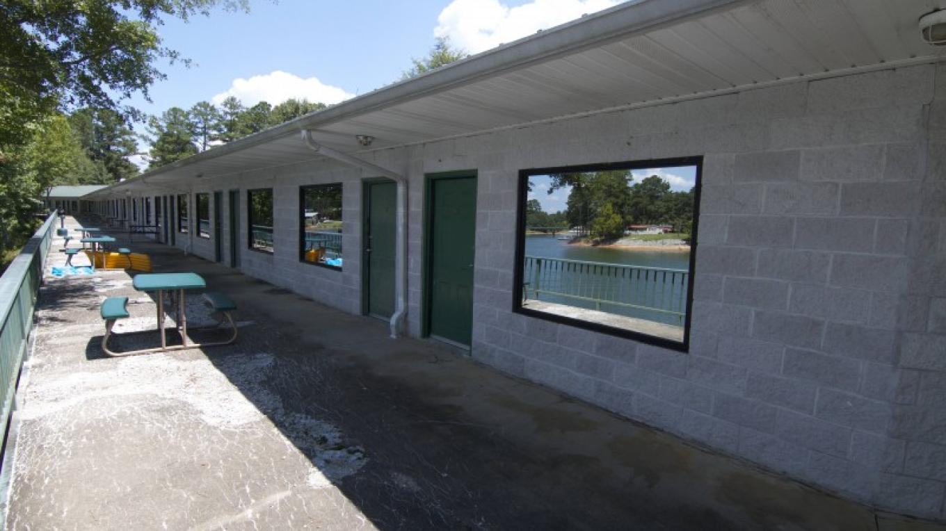 All room have patio access and views of beautiful Smith Lake. – Brad Wiegmann