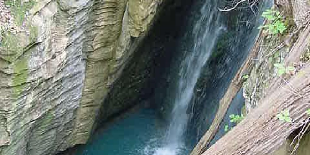 Tennessee River Gorge Sink Hold – Henry Spratt