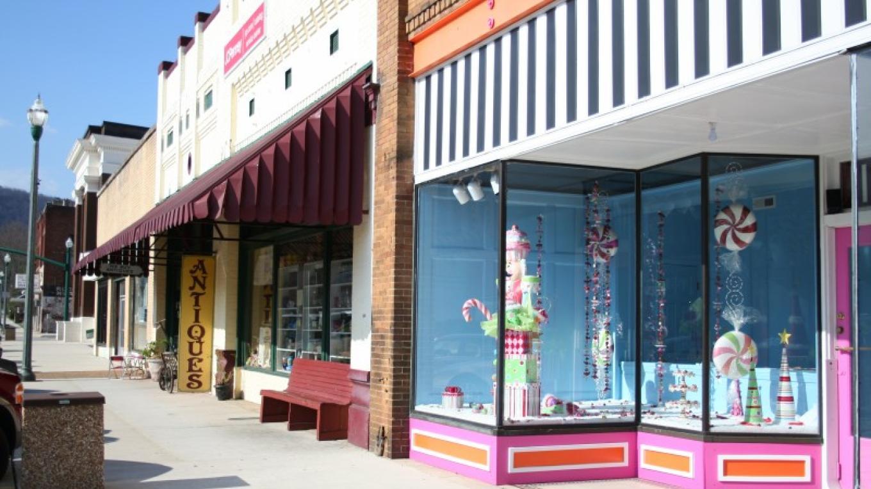 Glitterville Studios on Rockwood St – Pam May