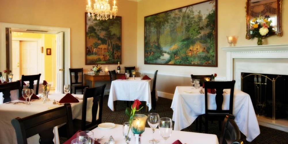 Romance is served nightly to inn guests and the public in our Mountain View Dining Room restaurant. The four course menu is selected by our Gatlinburg B&B Chef Karen Valentine. Restaurant dinner reservations are required .
