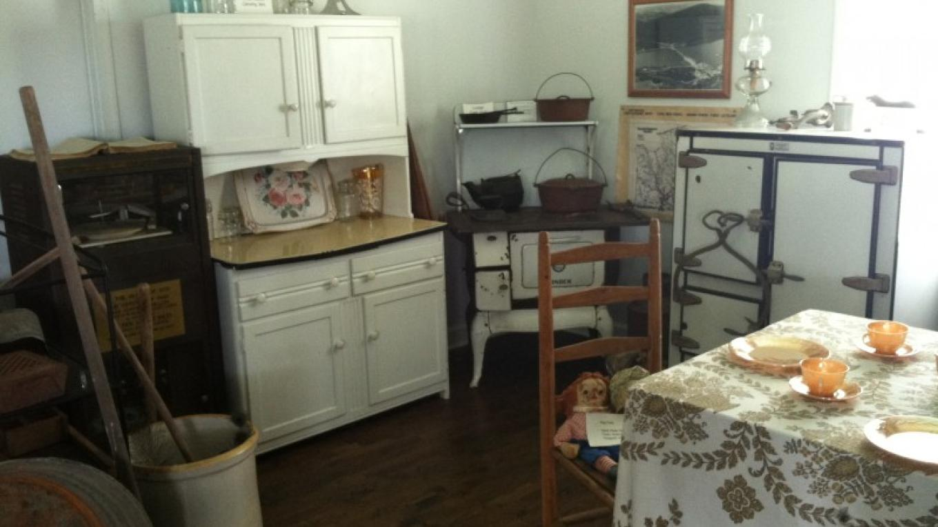 Early kitchen appliances and fixtures, as well as an exhibit dedicated to vintage quilts and home goods, provide insight into home life in Jasper's early days. – Jenni Frankenberg Veal