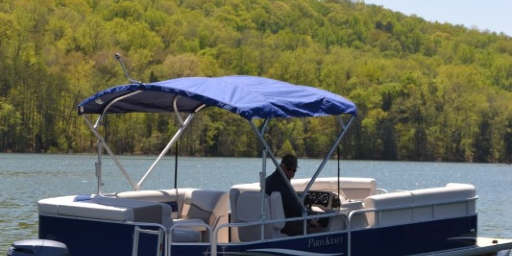 Our boats include seating for 8, bimini top, vinyl flooring, Sony stereo, life jackets, swim ladder, front sun lounge, rear sundeck, all the required safety equipment, 22 gal gas tank and Yamaha 90hp motor.