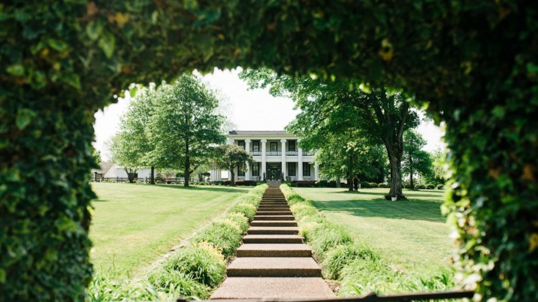 Loretta Lynn's Mansion – Cari Griffith